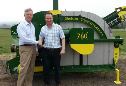 Mick Claxton and Richard Clark pictured with Shelton Supertrencher+760